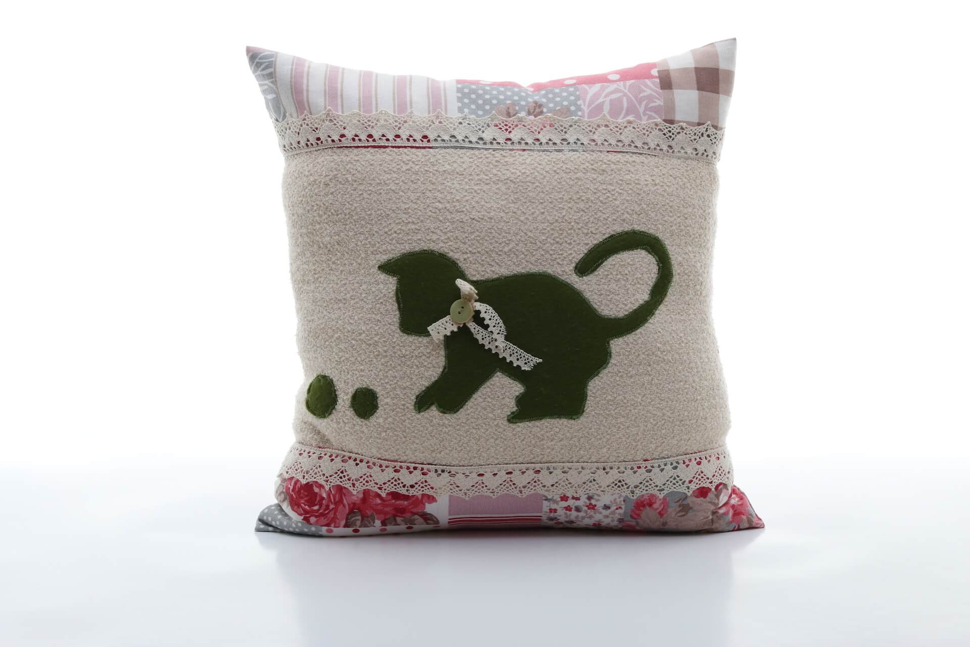 handmade decorative pillow with green cat 40x40 cm bowema