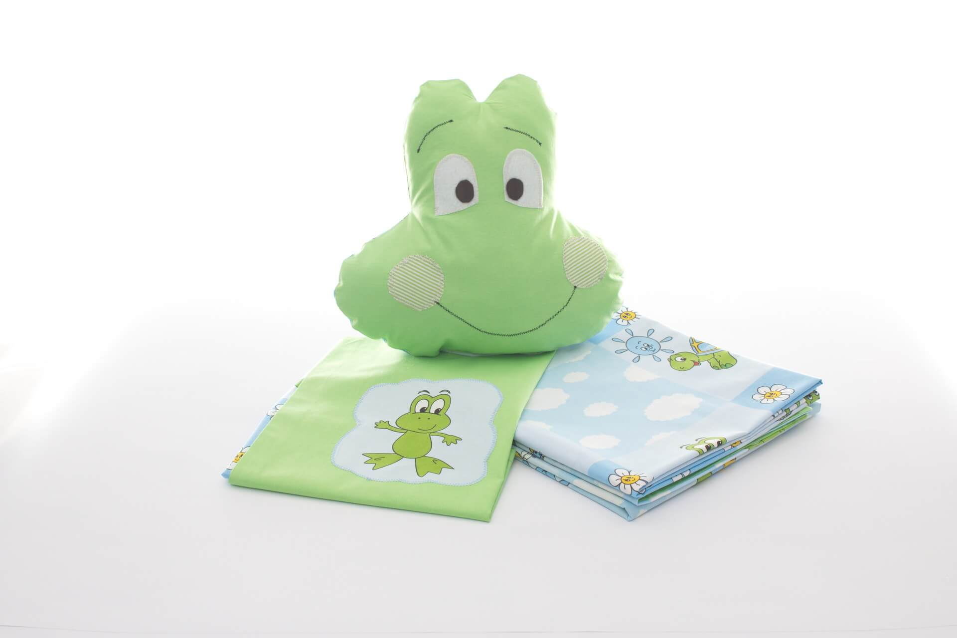Green cotton bed linen with frogs and frog decorative pillow