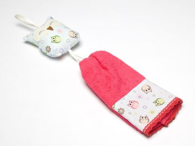 Prosop pentru copii decorat handmade cu jucărie în formă de bufniţă, Handmade decorated towel with owl shaped toy