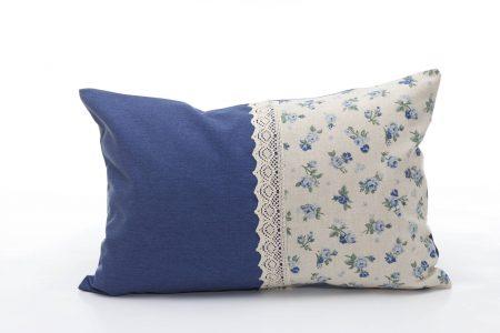 Pernă decorativă handmade cu trandafiri albaștri