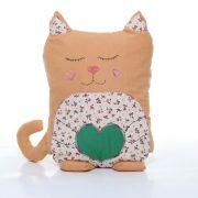 Pernă decorativă handmade în formă de pisică maro cu verde, Handmade decorative pillow in the shape of a brown with green cat