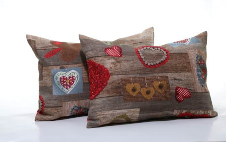 Pernă decorativă handmade maro cu inimioare