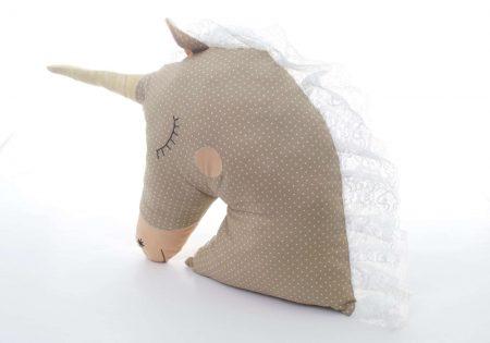 Pernă decorativă handmade Unicorn alb cu crem