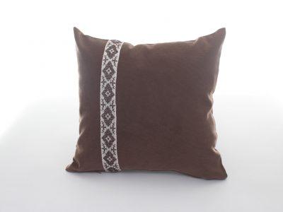 Pernă decorativă handmade maro cu brâu tradiţional