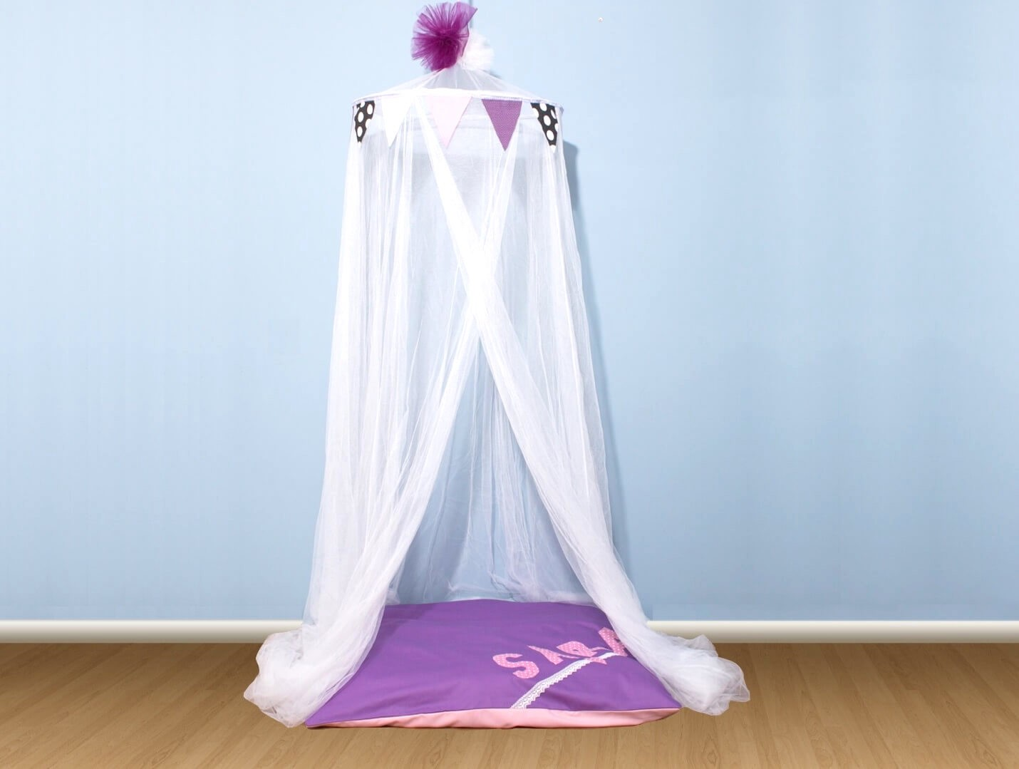 Canopy with floor pillow