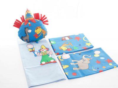 Set de lenjerie pentru pătuţ din bumbac și pernă decorativă Lumea circului