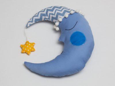 Pernă decorativă handmade Luna la culcare Bowema