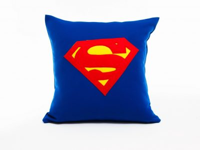 Perna decorativa handmade Superman
