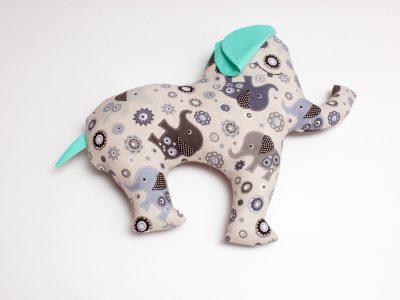 Pernă decorativă handmade in forma de elefant, 47x57 cm