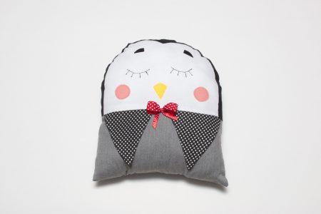 Pernă decorativă handmade Pinguinul înţelept