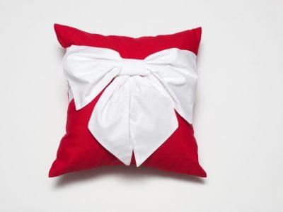 perna-decorativa-handmade-rosie-cu-funda-bowema