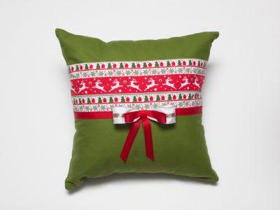 perna-decorativa-handmade-renii-ui-mos-craciun-bowema