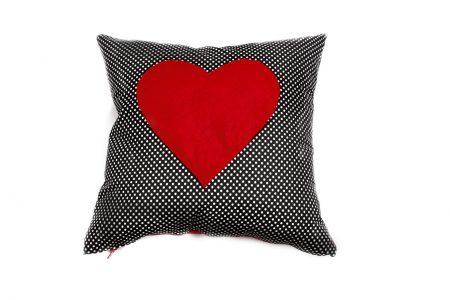 Pernă decorativă handmade cu inimă roșie Bowema