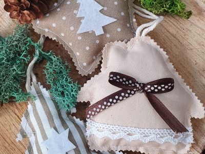 Set ornamente handmade pentru bradul de Craciun Crem