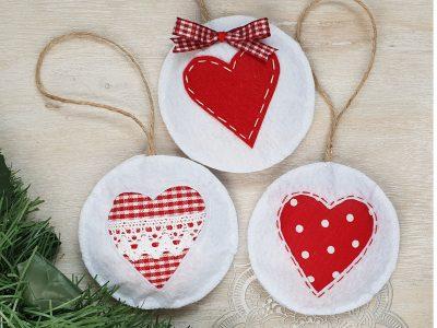 Set ornamente handmade pentru brad Globuri cu inimioara