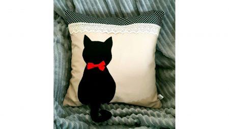 Perna decorativa handmade Pisica neagra