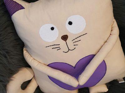 Pernă decorativă handmade Pisică cu soricel